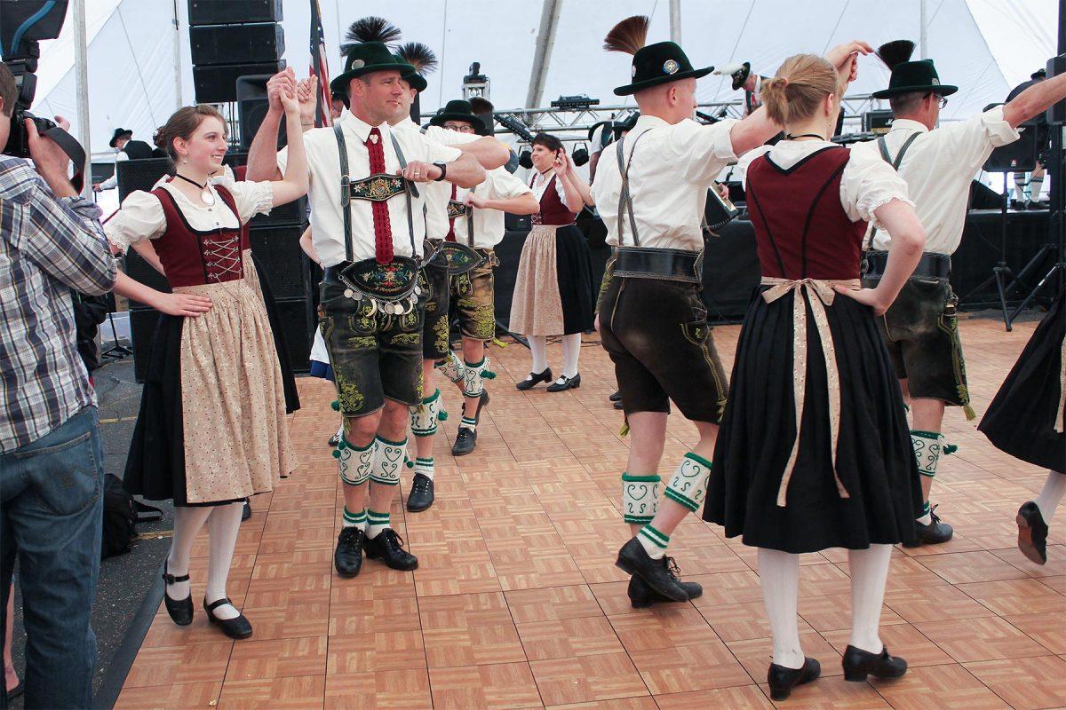 Maifest-dancers-1200x800